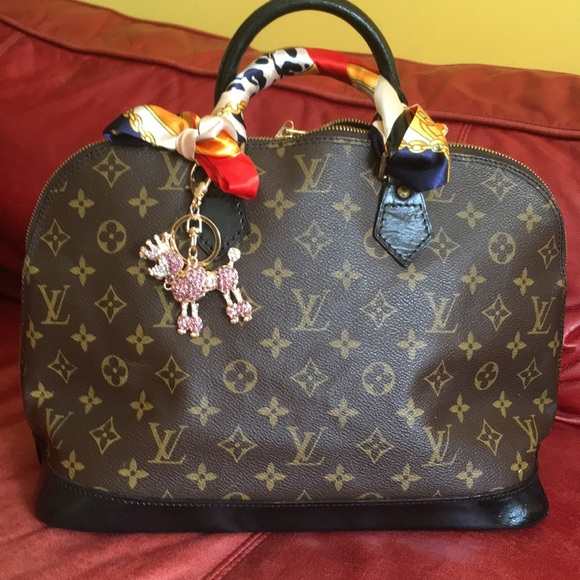 Louis Vuitton Handbags - 🎉Authentic LV alma bag in good condition!